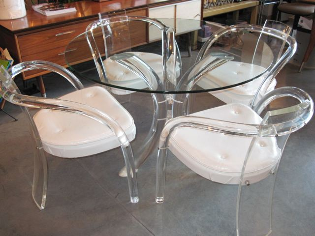 Metro modern lucite glass table four lucite chairs for Perspex furniture