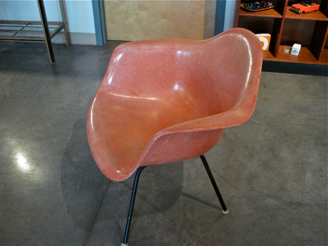 metro modern eames fiberglass salmon arm chair. Black Bedroom Furniture Sets. Home Design Ideas